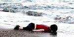 Un enfant échoué sur une plage
