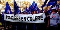 Hollande désarme la police