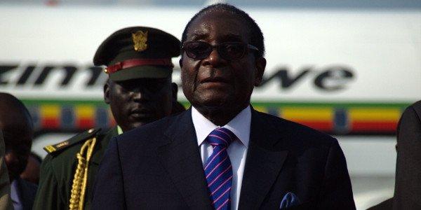 Mugabe quitte le Palais en parachute doré