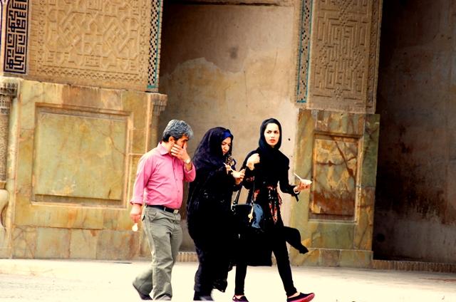 Famille iranienne dans une mosquée d'Ispahan